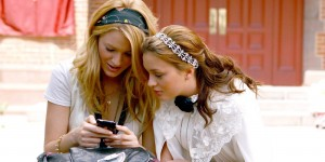 nrm_1410257285-gossip-girl-mobile-phone-twitter-shopping-cosmopolitan
