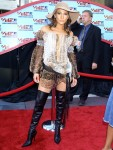 jennifer-lopez-2001-vmas-red-carpet