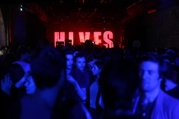 the-hives-yahoo-on-the-road-concert-live-showcase-a