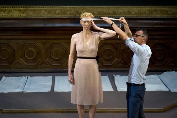 Top-10-évènements-mode-2013-eternity-dress-tilda-swinton-olivier-saillard
