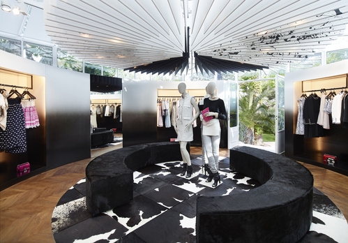15_chanel_boutique___boutique_ephemere_de_saint_tropez_2014_867165295_north_499x_white