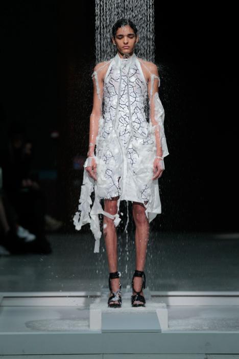 Hussein-Chalayan-melting-clothes-Spring-Summer-2016-Paris-Fashion-Week_dezeen_3