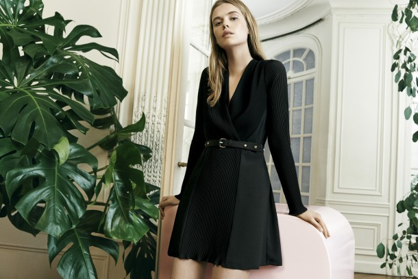 robe noir plissée