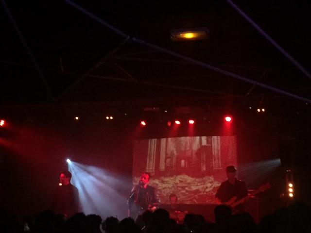 modzik_cigarettes-after-sex-live-2