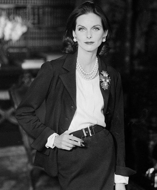 Chanel tailleur bijoux